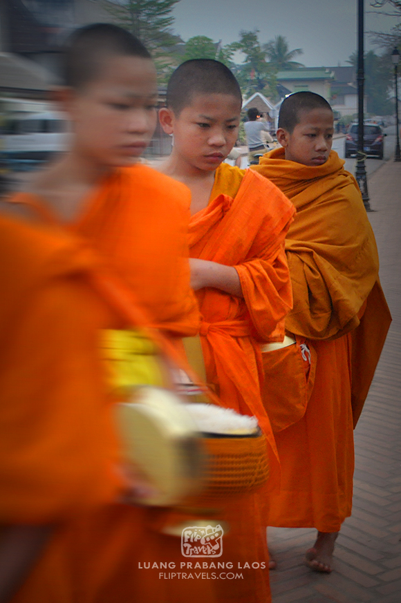 LAOS_MONKS_fliptravels