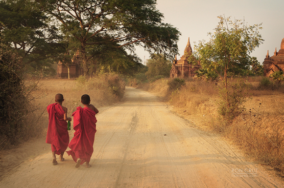 myanmar_monks_fliptravels